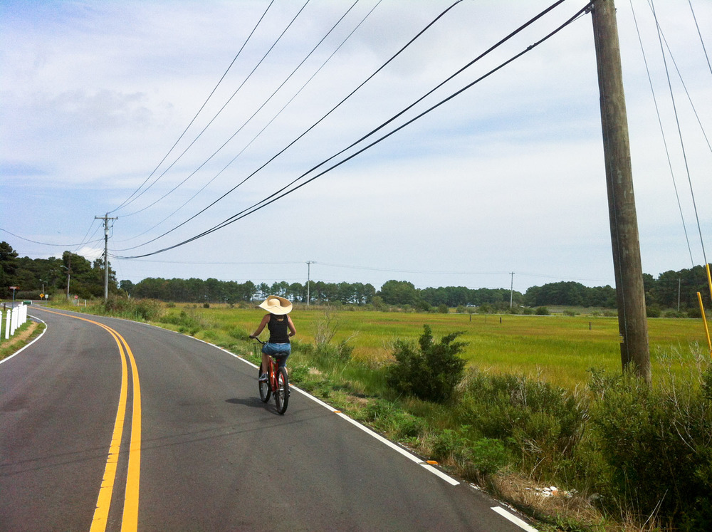 My wife Kim cruising down the road not far from the house we rented.  Everything was so green!