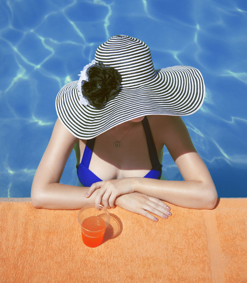 Sun-Hat-at-the-Pool--2.jpg