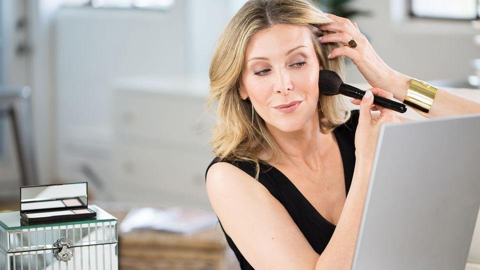 Behold the power of age-friendly powder. - Makeup artist and beauty entrepreneur, Jenny Patinkin shows us an invisible powder that evens out imperfections, fine lines and pores, reduces shine, and sets makeup all day.  We shot this video in studio. Watch the video here.