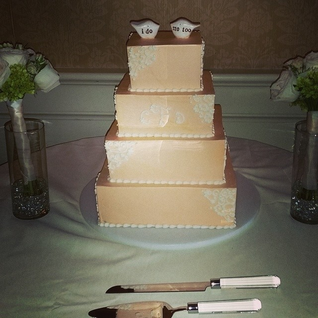 Caitlyn & Drew's wedding cake at Blue Bell Country Club