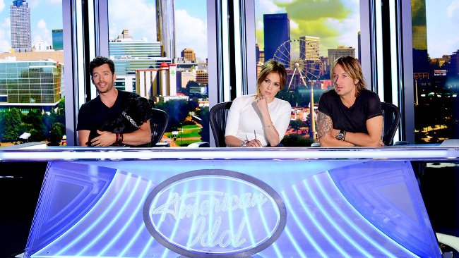 american-idol-premiere-harry-connick-jr-lifts-a-guy-jennifer-lopez-makes-a-man-cry.jpg
