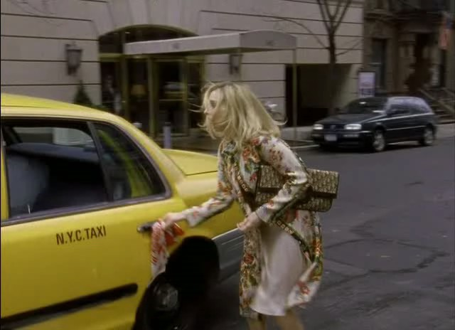 carrie-bradshaw-hailing-a-cab-in-new-york-city-on-her-way-to-the-stock-exchange-carrying-a-vintage-christian-dior-monogram-clutch-in-season-6-episode-1-to-market-to-market.jpg