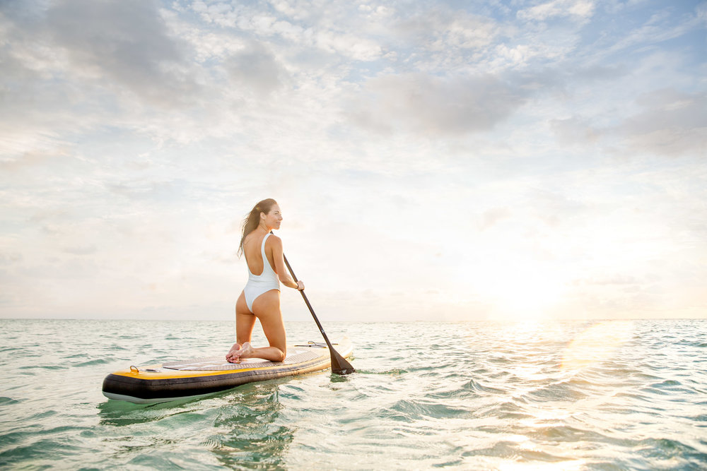 Miami_lifestyle_photographer_david_gonzalez_paddle_boarding_sunrire_portrait_advertising_fun_girl.jpg