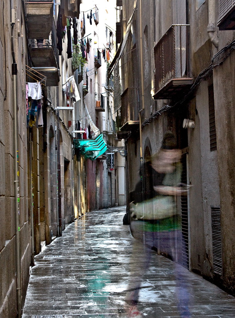 042_spanish rainy alleyway.jpg