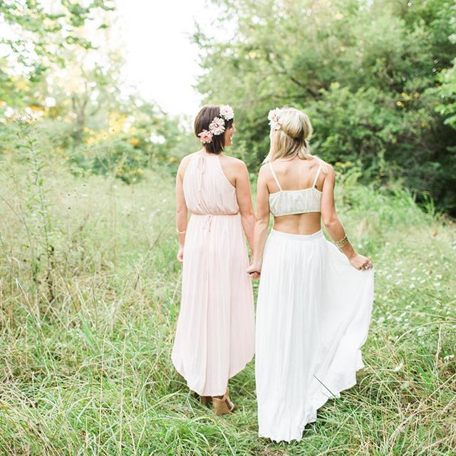 The sweetest sister session is on the blog tonight. I couldn't be more ready for summer to be over, but it's shoots like this that allow me to tolerate this heat just a tad bit longer. 💛