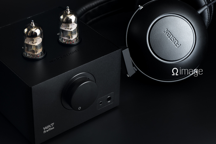 Woo Audio WA7 Fireflies headphone amplifier and Fostex TH600 headphone in background