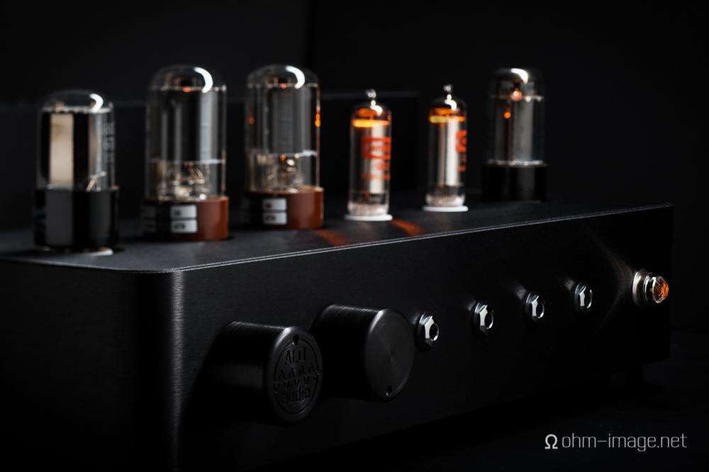 ALO-Studio-Six glow-iso.jpg