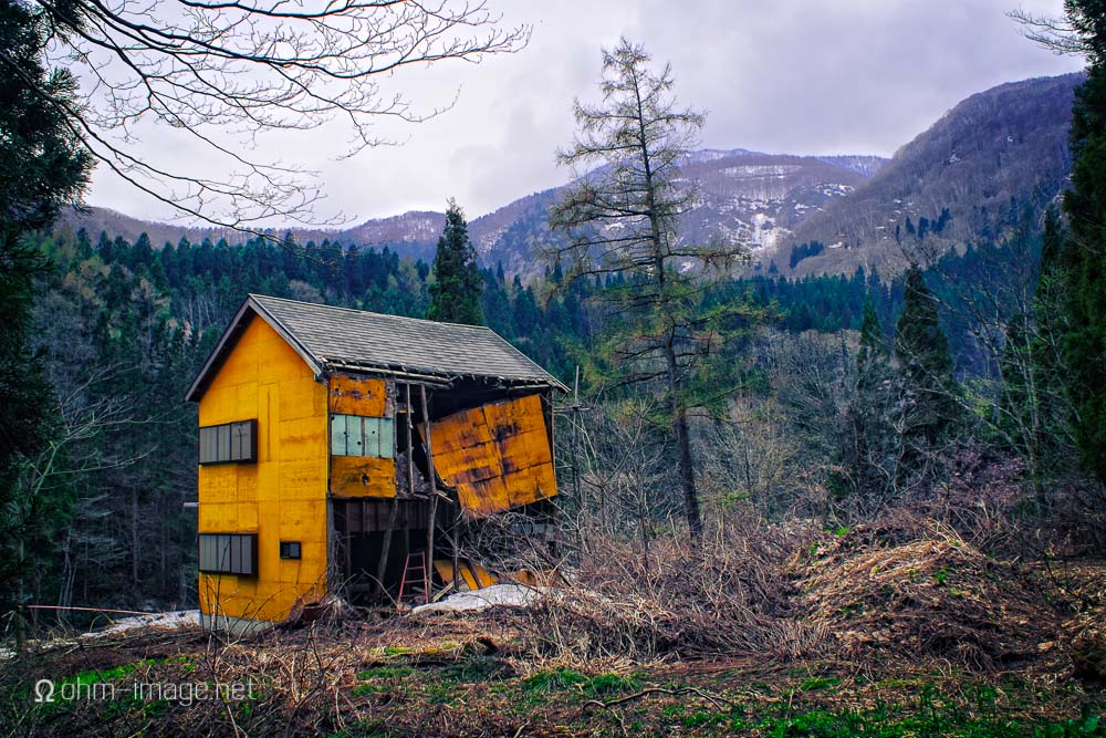 Fujifilm X-T1 hiking city abandoned house.jpg