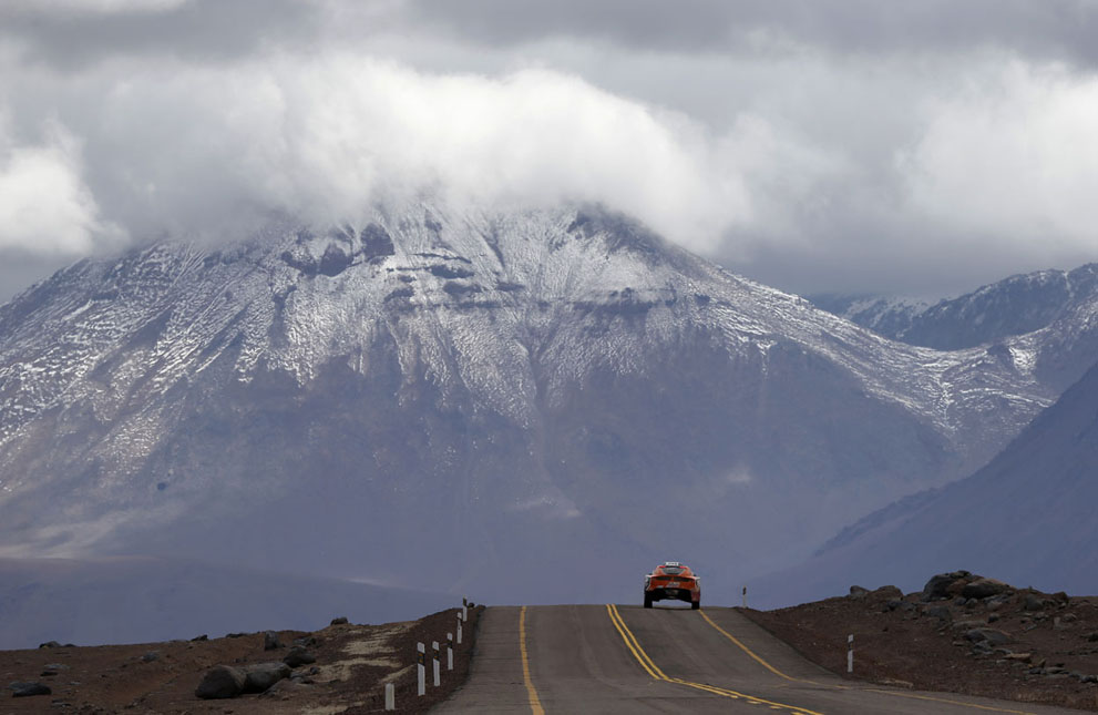 A car passes the highlands of Chile en route to the Jama border crossing during the untimed 7th stage of the Dakar Rally from Calama to Salta, on January 11, 2013. (Reuters/Ivan Alvarado) #