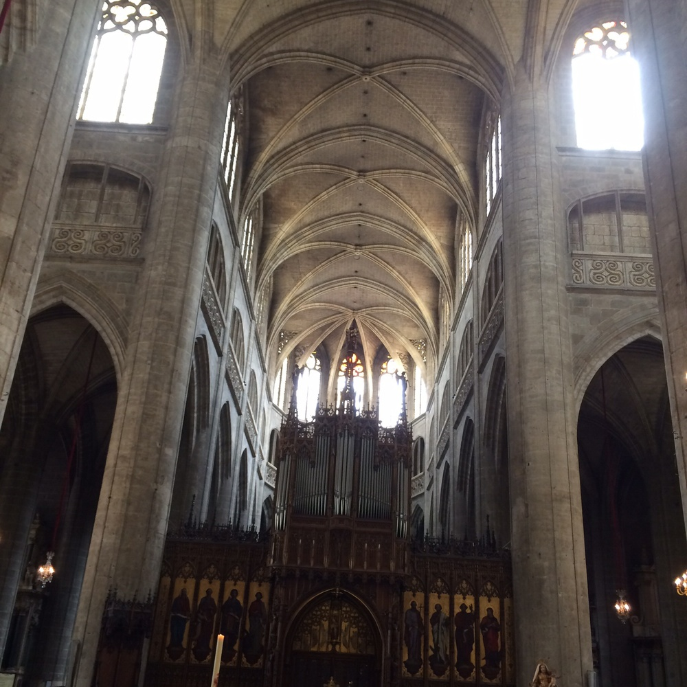 This is one attempt to capture the interior of the Auch cathedral.