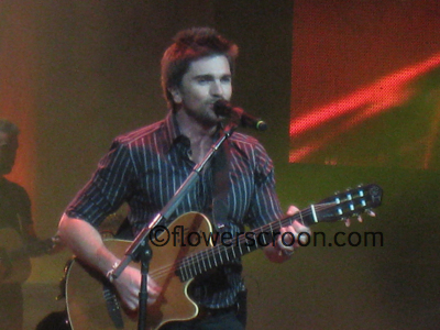Juanes was on the guitar for most of the night.