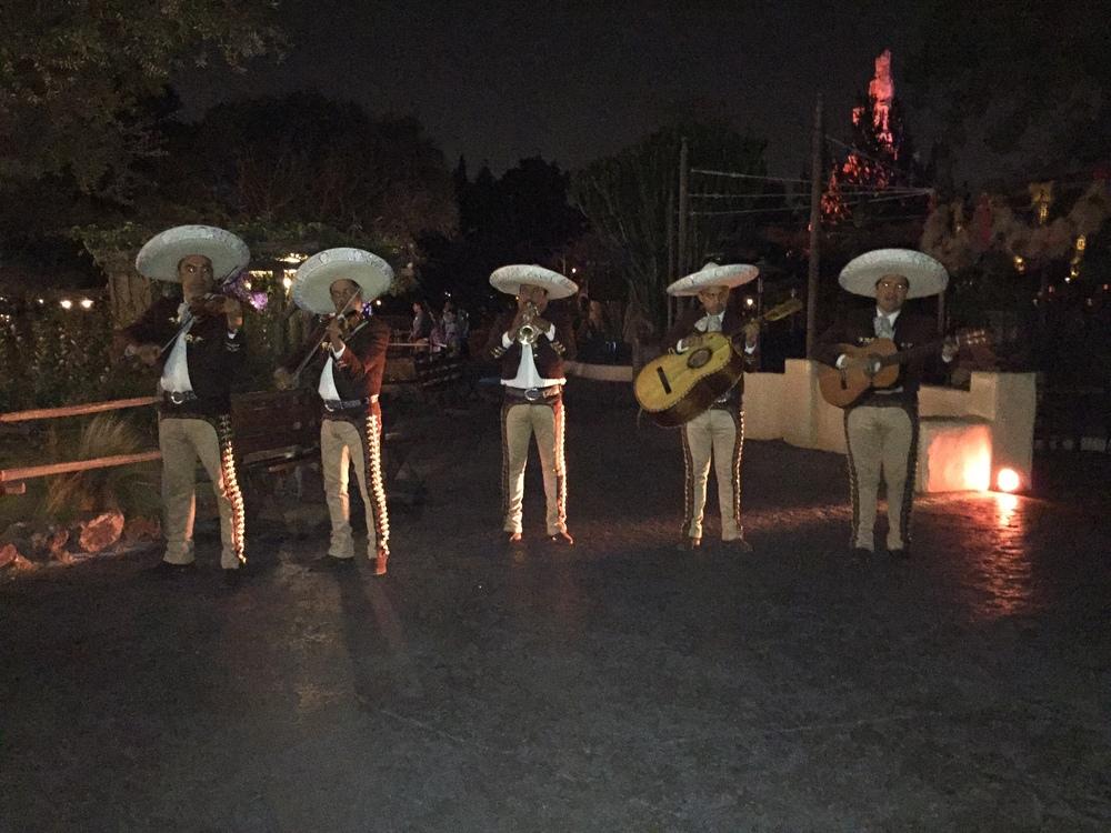 mariachi-disneyland.jpg