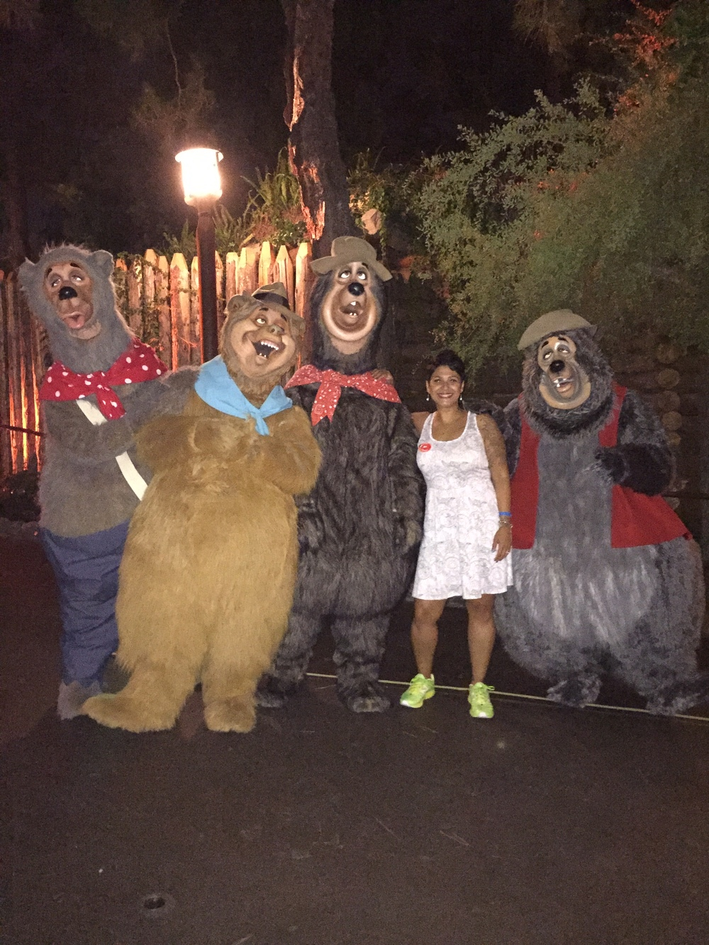 Country-Bears-Character-Disneyland.jpg