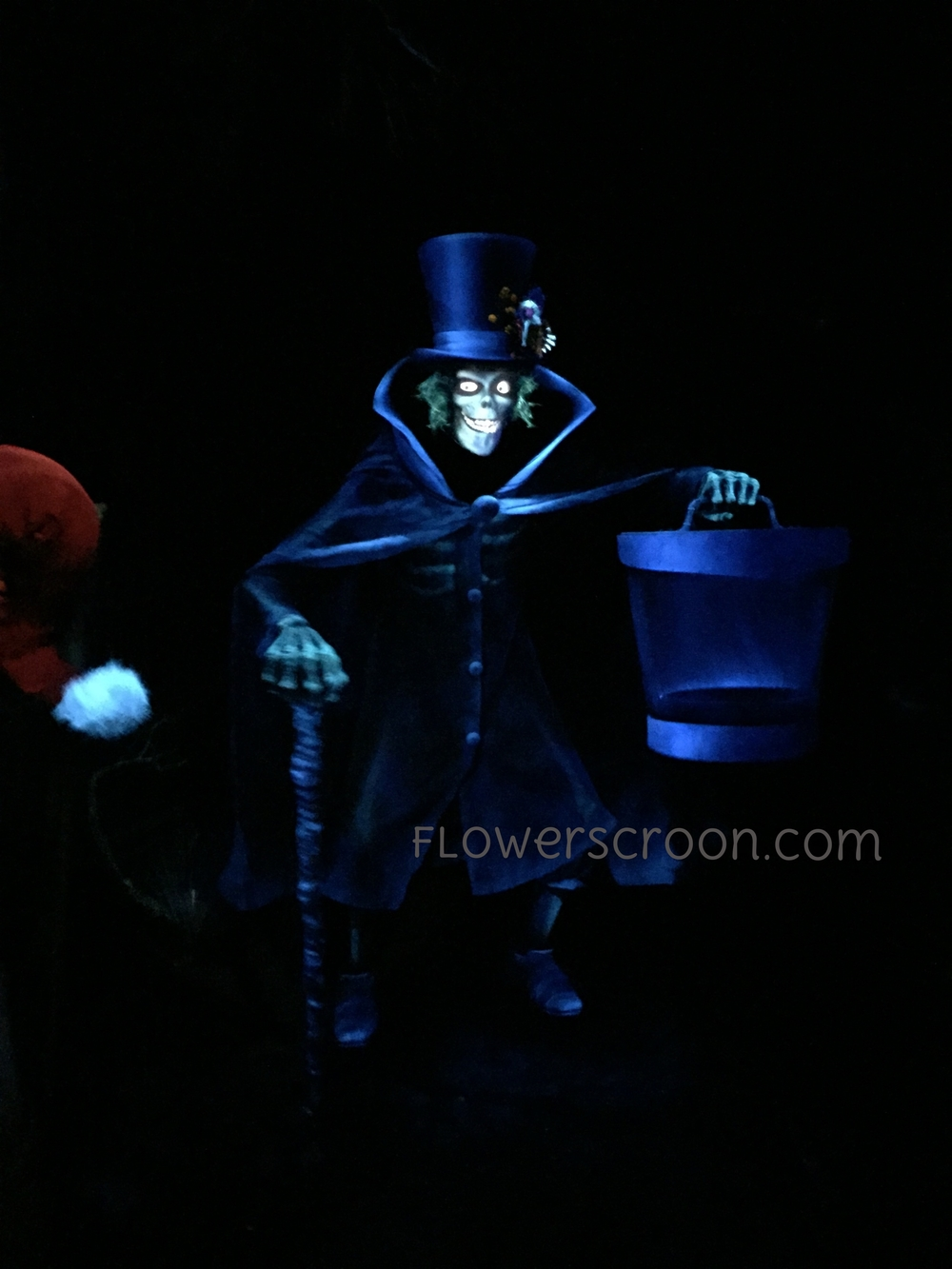 Hatbox Ghost Debut Haunted Mansion Holiday