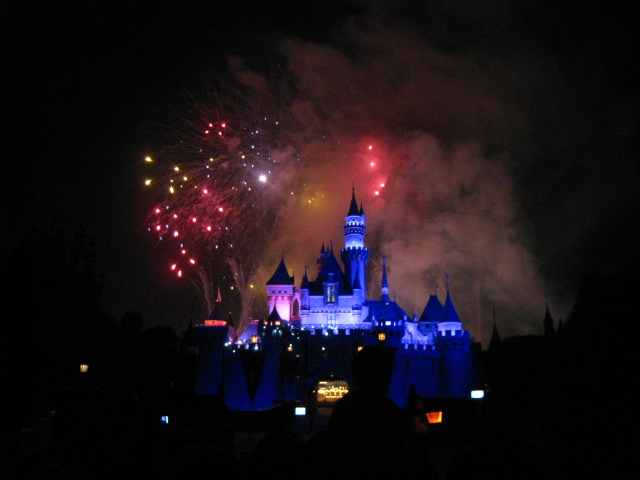 fireworks-date-weekend-disneyland.jpg