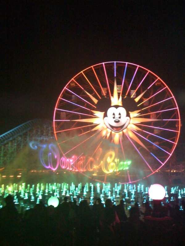 date-weekend-disneyland-world-of-color.jpg