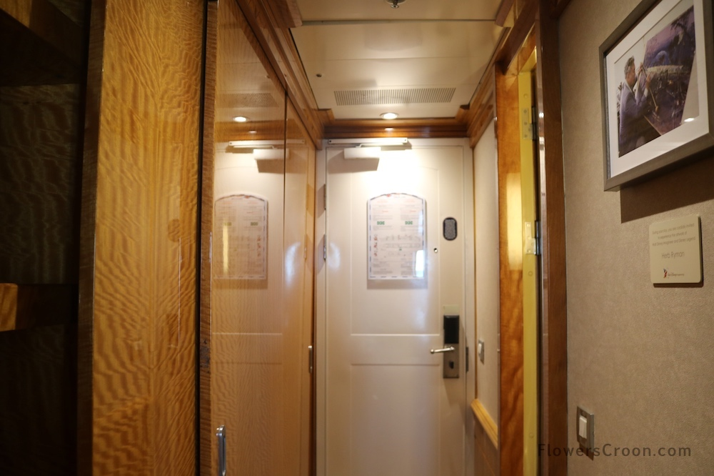 disney wonder concierge suite hallway.JPG