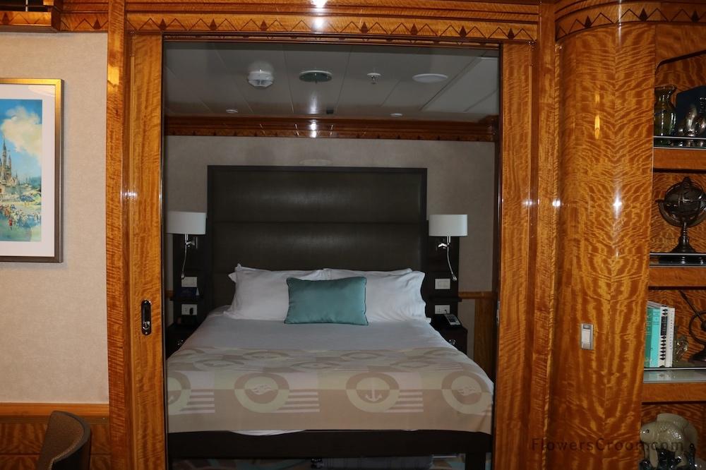 disney wonder concierge suite room 1.JPG