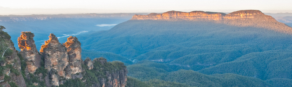 Warren-Hinder-Three-Sister-and-Mount-Solitary-Sunrise-Katoomba_.jpg
