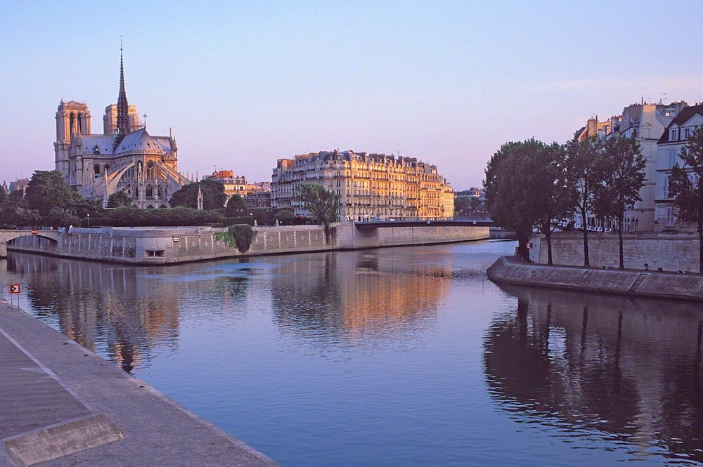 Warren-Hinder-LR-Notre-dame-colour.jpg