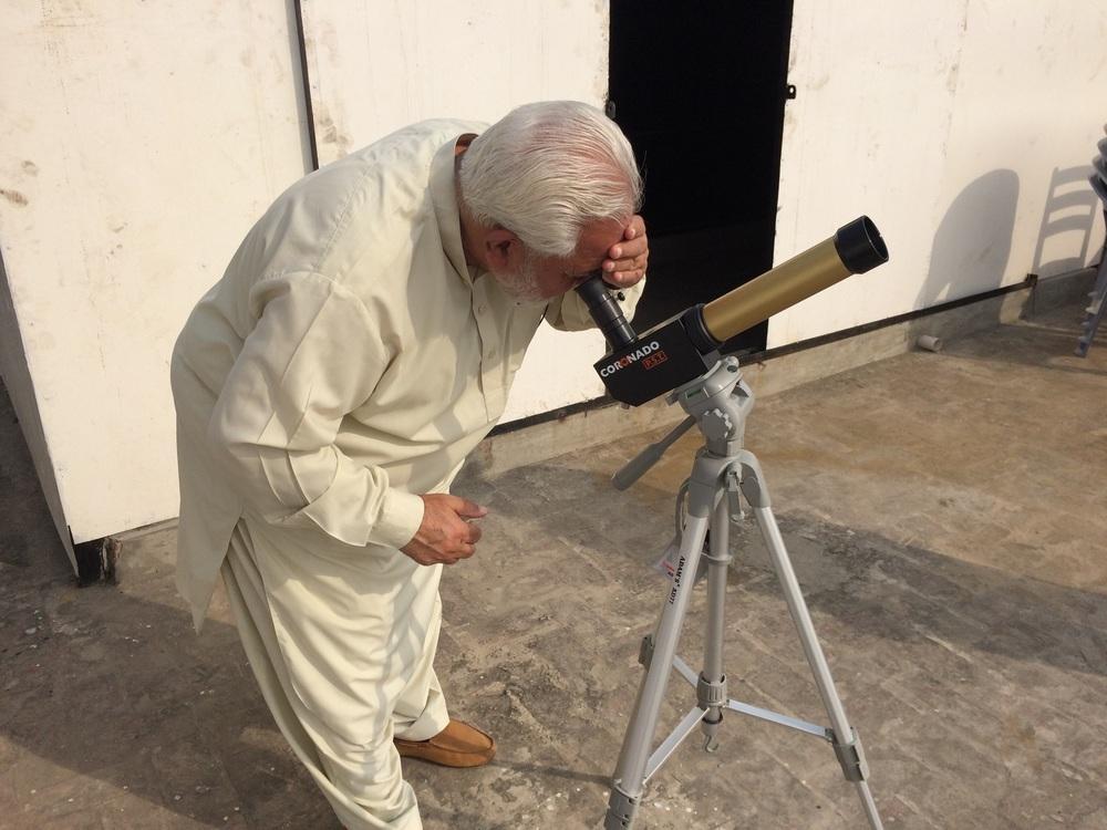 Major (R) Akbar observing the sun