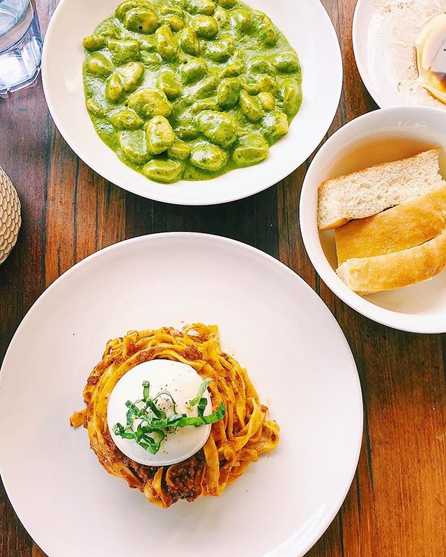☀️🍽 Lunch on the patio at @pasta_sisters in Culver City! Hello, carb heaven! 👋 Check out the fresh pasta: pesto gnocchi and tagliatelle with bolognese sauce topped with the plumpest burrata ball ever! 🤤 Swipe for a closer look at that beautiful burrata! 😋🍃⚪️🍝💛 . . . . . #food #foodie #foodstagram #instafood #eater #eaterla #eeeeeats #losangeles #culvercity #lafoodie #pasta #gnocchi #tagliatelle #bolognese #italianfood #pastasisters #carbs #burrata #yummy #lunch #liaeats