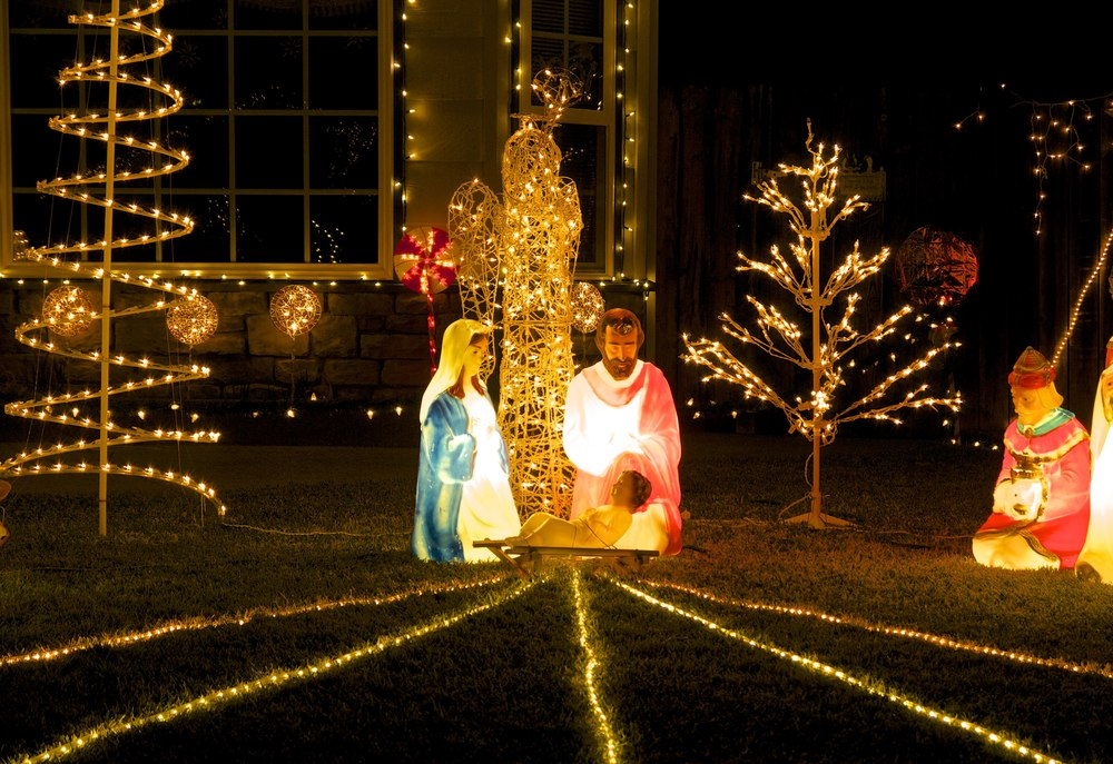 Nativity scene with leading lines.
