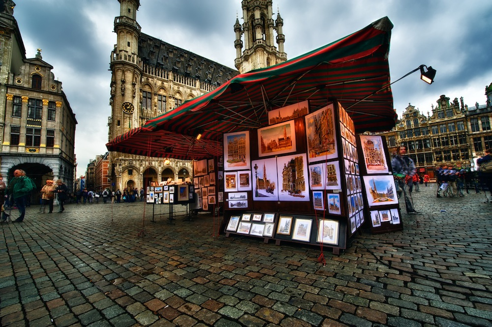 Selling art in Grand Place.jpg