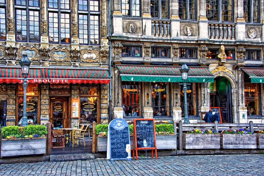 Dining in Grand Place.jpg