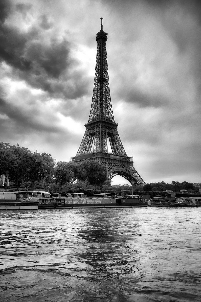 ParisEiffelTowerBW.jpg