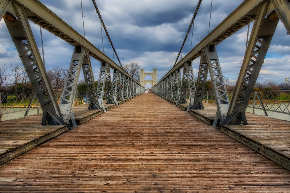 Waco-suspension-bridge-HDR-cloudy.jpg
