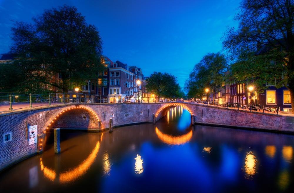 AmsterdamCanalHDR1.jpg