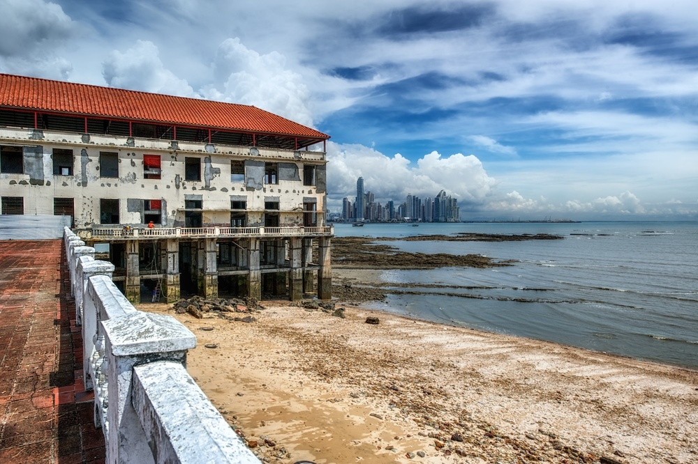 Panama-City-Casco-Viejo-skyline-distance-HDR.jpg