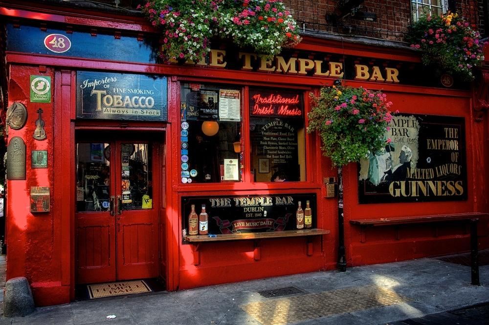 Dublin-Temple-Bar-entry-daytime.jpg