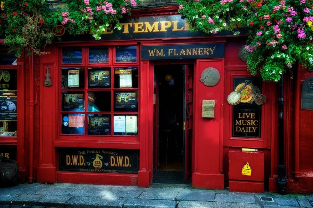Dublin-Temple-Bar-side-entry-daytime.jpg