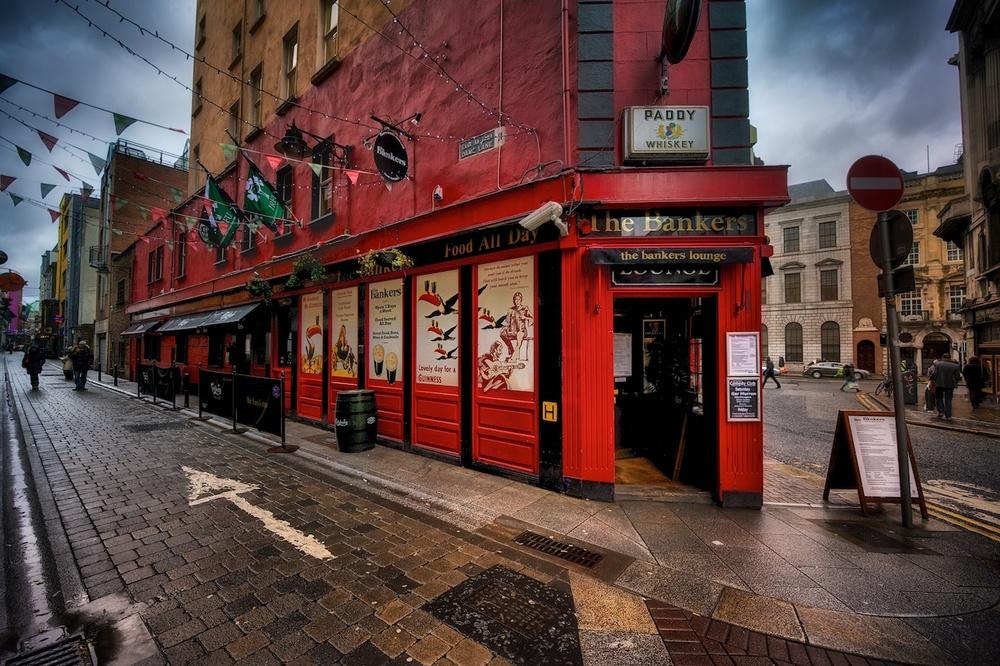 Dublin-Ireland-Bankers-Lounge-HDR.jpg