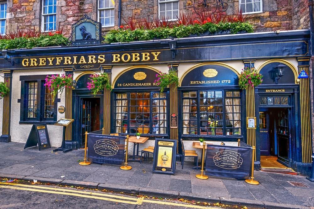Edinburgh-Greyfriars-Bobby-pub-HDR.jpg