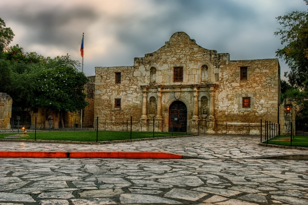 This is the Alamo, in case you didn't remember it.  Haha, see what I'm doing there?  And this is sunrise.  No tourists!