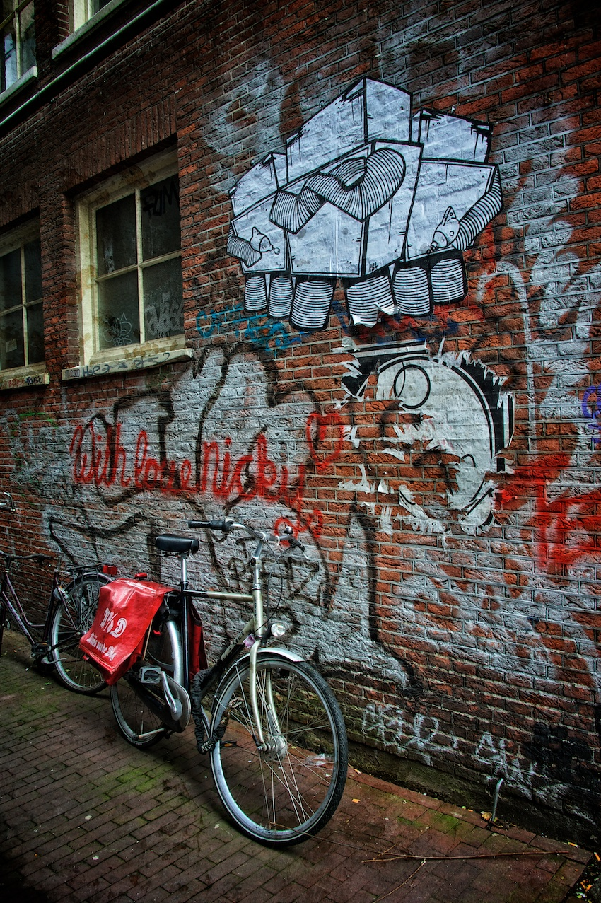 A grungy scene with graffiti?  Click!