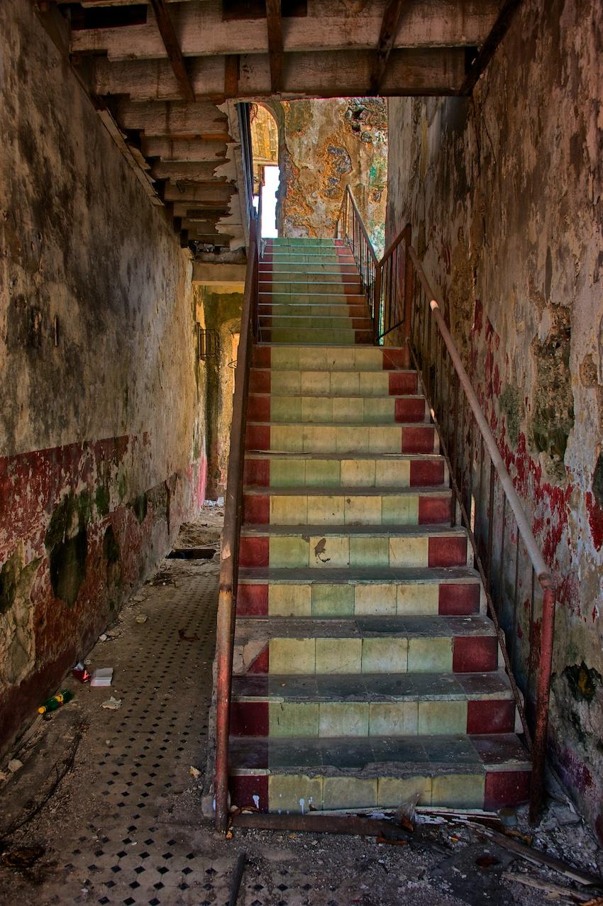 Panama-City-stairs-ruins-Casco-Viejo.jpg