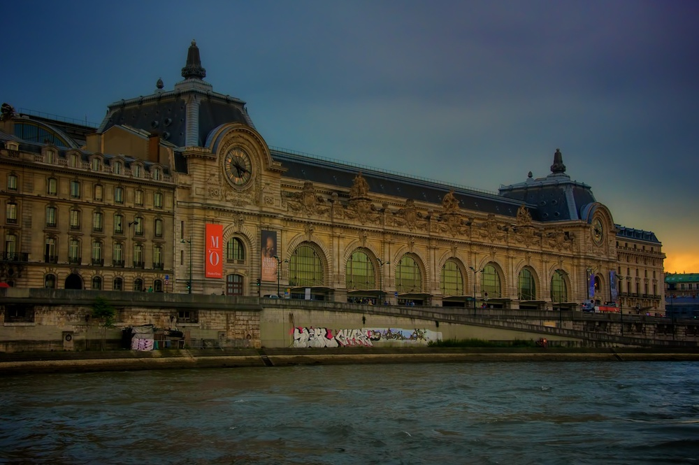 I SHOT THIS ONE ON MY LAST TRIP 2 YRS AGO, WHILE ON A BOAT CRUISE ON THE RIVER SEINE AROUND SUNSET.  PRETTY GRAND EXTERIOR, TOO!