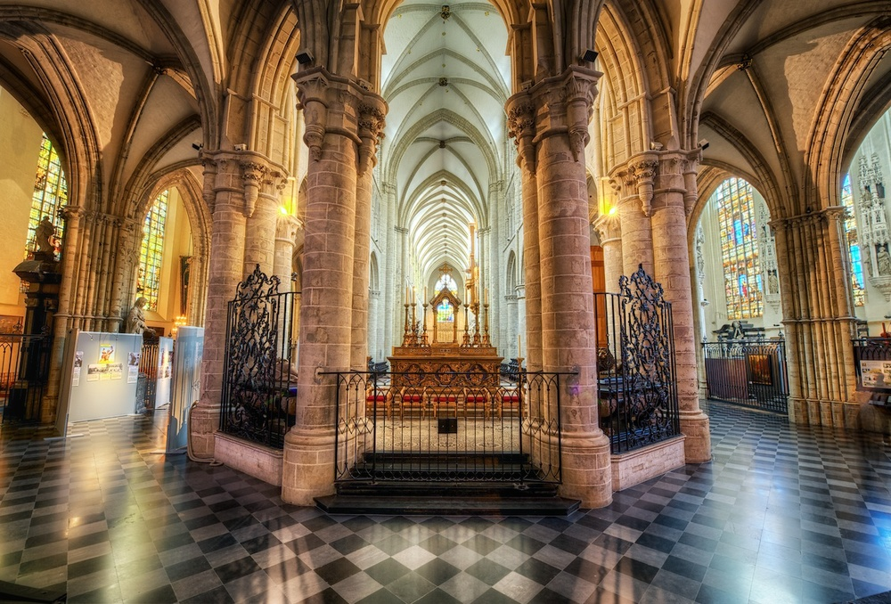 Behind the altar in the brussels cathedral - one heck of a fabulous church, let me tell you!