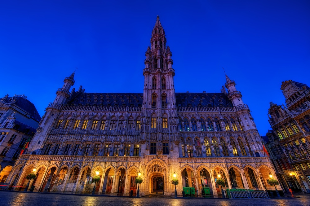 and this is the main building in grand place - the rathaus - which is great fun to shoot!