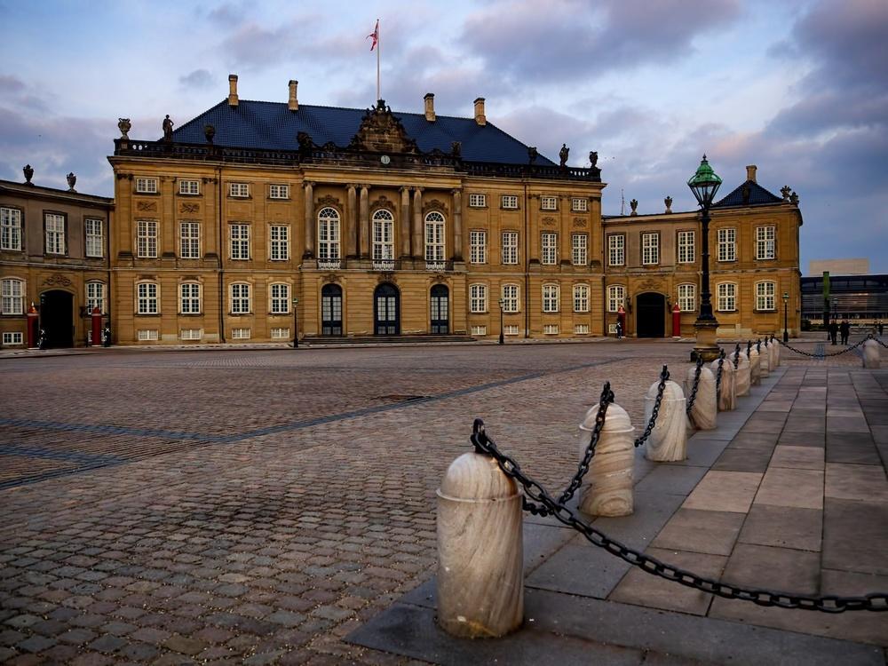 Copenhagen-Denmark-Amalienborg-sunset-March15-1e.jpg