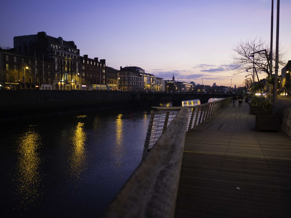 walking home from dinner, i just had to stop for a shot along the river liffey