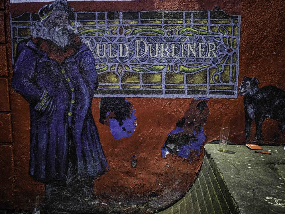 the mural on the side of the Auld dubliner pub in the temple bar district
