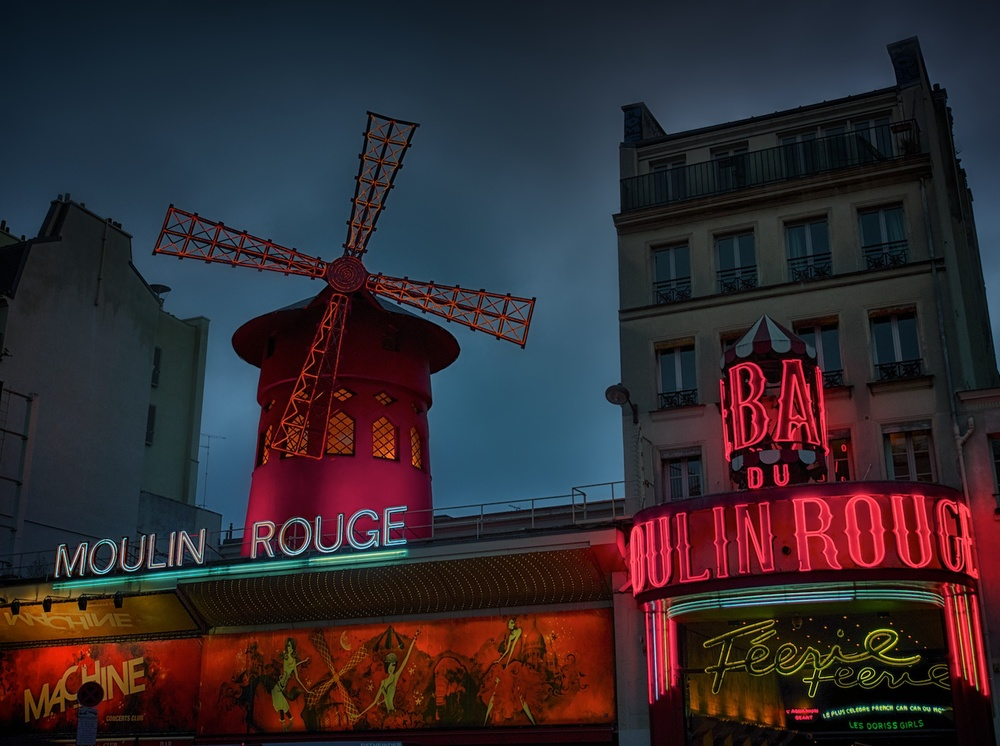 standing outside moulin rouge just before it started raining on me.