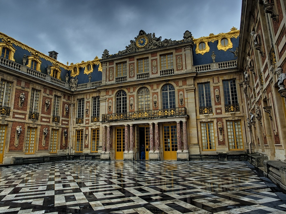 the entry courtyard at the palace of versailles.  well worth the 40 minute train ride from central paris!  we spent a day here and i can tell you it is amazingly beautiful.  i have a million pics to go process, now that I think about it!
