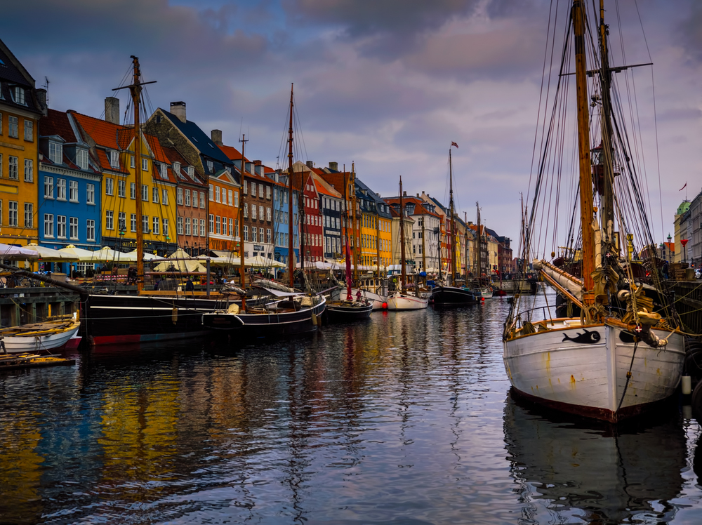 sunrise at nyhavn - so beautiful!