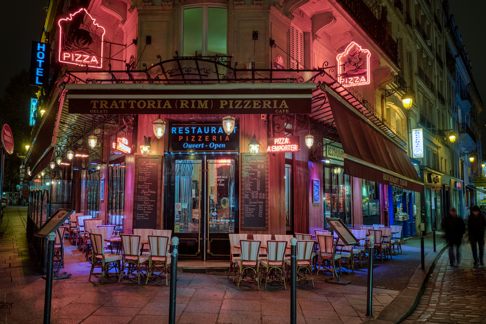 See?  Even the pizzerias are beautiful in Paris!